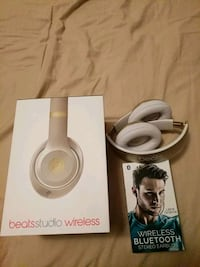 Studio 2 original barely used plus free gift wireless inear headphones Mississauga, L5R 3G3
