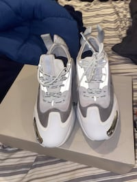 White Palm Angel Recovery sneakers. Price negotiable, size 9