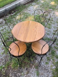 Kids Antique Bistro and 4 chairs Swansea, 62226
