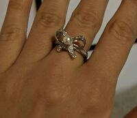 .925 STAMPED STERLING SILVER PEAR BOW RING, SIZE 7 3731 km