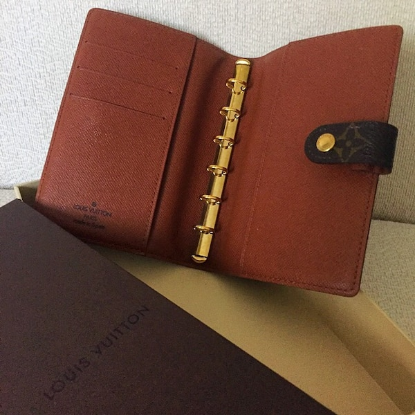 7515dcab929b AUTHENTIC LV LOUIS VUITTON Agenda   Day Planner   Organizer   Passport  Holder usagé à vendre à Kuala Lumpur - letgo