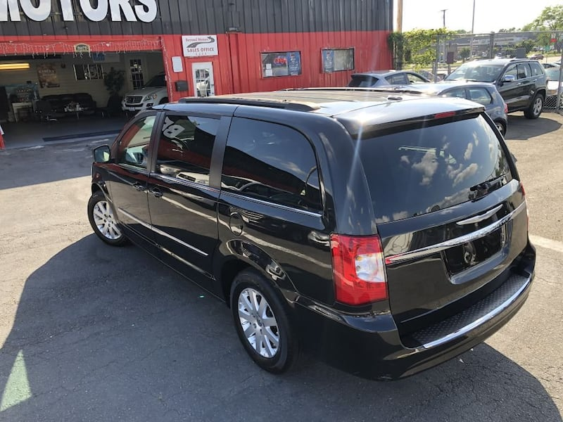 Chrysler Town & Country 2014 1d986e74-6b6b-451d-9f7a-e343cab65245