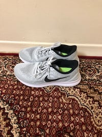 men's nike free runner size 8.5 like new  Toronto, M4H 1L1