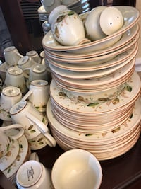 Cream and-green floral ceramic dinnerware set 53 pieces for 8 people Frederick, 21704