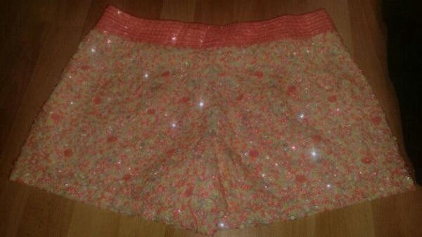 Girl skirts.10r and 10/12 b86bd278-0db6-4bb7-81b2-491740154da2