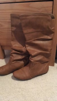 Women's Brown Leather Boots (Size 7.5)  2281 mi