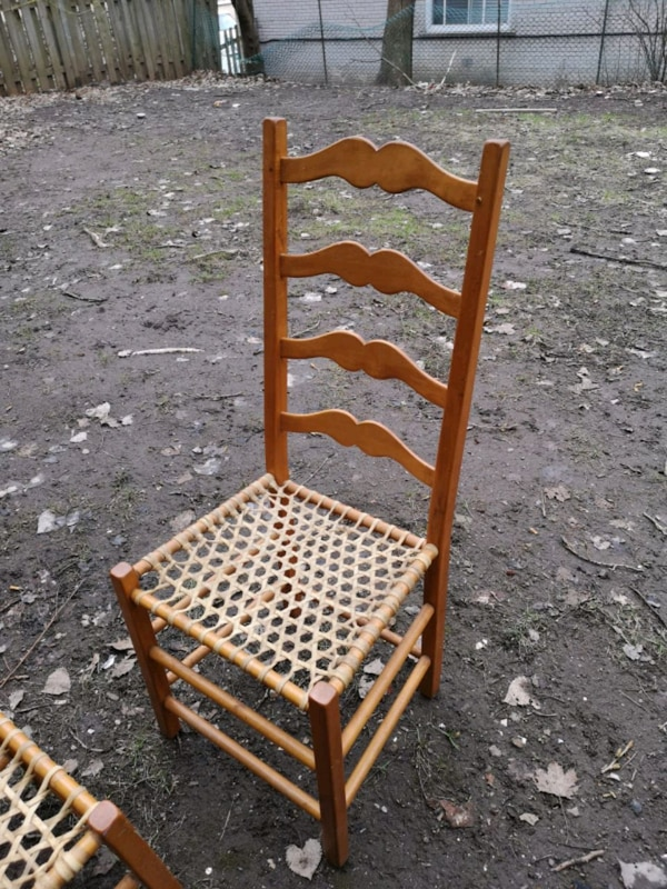 2 chairs 2 chaises  6a083fbe-157a-4b1f-b3f6-7078315f4769