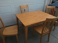 Dining table and chairs excellent condition  Torrance, 90504