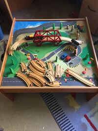 Trains table in very good condition Vancouver, V5Z 3K3