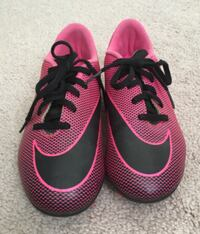 Girls (Size 3) Soccer Cleats Bowie
