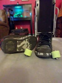 black and gray rolling shoe size 1 Clifton, 81520