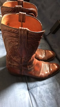 Pair of brown leather cowboy boots Katy, 77450
