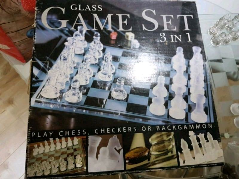 3 in 1 glass game set eca8cd7f-c3f9-42e9-9f25-609a53db6c08