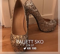 Par grå sequin pumpe stilettos