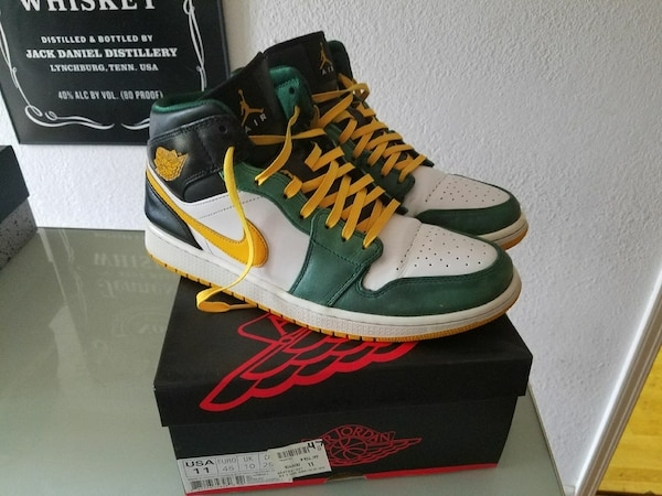 c855ce5bdc1e46 Used Jordan 1s Oakland A s colors