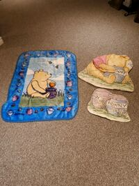 Classic Pooh Wall decor and blanket