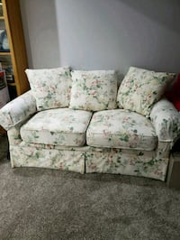 Ser of 2 clean couches pet and smoke free home Oakville, L6H 5Z4