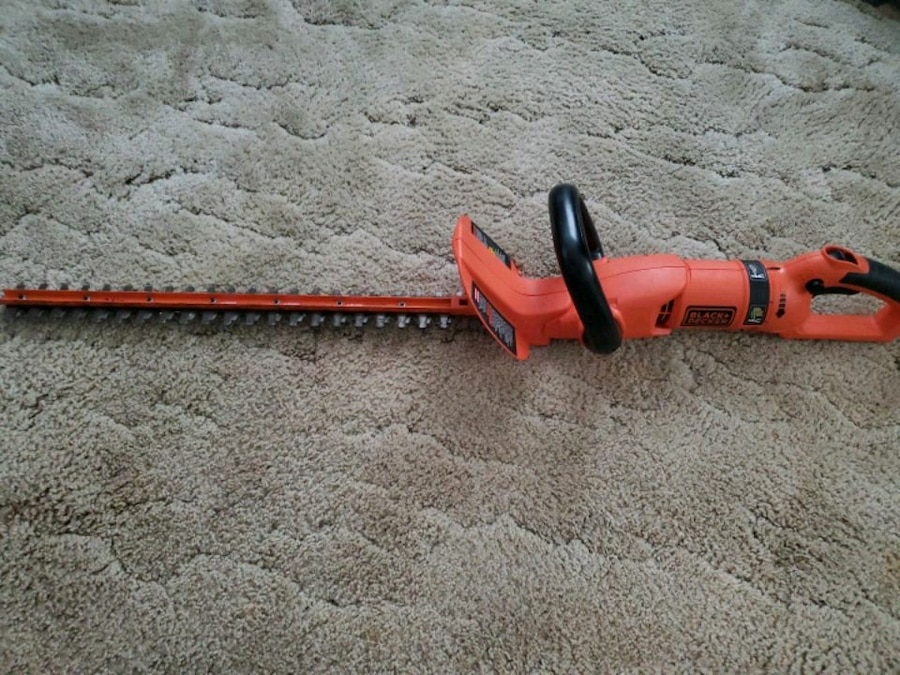 Photo BLACK & DECKER 24 IN ROTATING HANDLE HEDGE TRIMMER EXCELLENT COND.