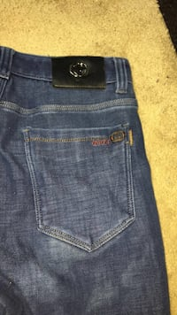 Size 32 Gucci jeans