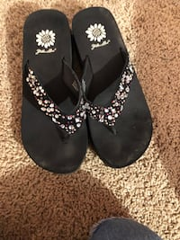 pair of black-and-white flip flops Murfreesboro, 37129