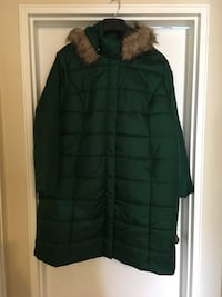 Green puffy coat with hood with faux fur around the hood.  Size 1X.   Hyattsville, 20782