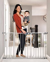 New, unused.. REGALO EASY OPEN BABY GATE St Thomas, N5R 6M6