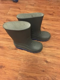Kids rubber boots size 13