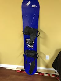 Blue snowboard deck and black bindings set 154 cm length size 9 Toronto, M8Y 0B3