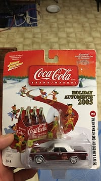 Coca-Cola Holiday Automents 2005 scale model with packagfe Vancouver, V5M 3Y9