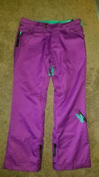 Womans snowboard pants M Langley, V3A 4S9