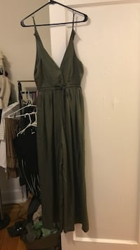 Forever 21 jumpsuit- size M, olive green  New York, 11205