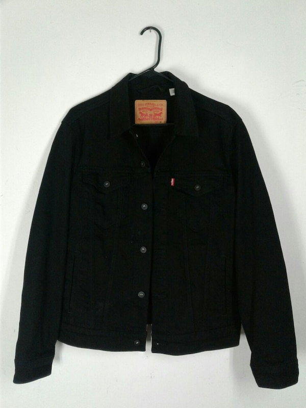black Levi's button-up jacket