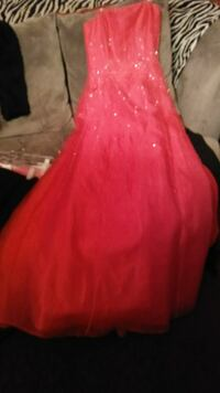 In new condition ladies long formal dress size 5-6 Columbus, 43204