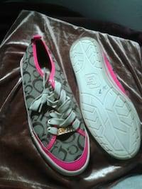 pair of gray-and-pink sneakers Kitchener, N2G 2M3