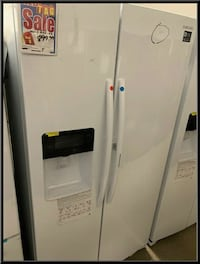 New scratch and dent white Samsung fridge with sho Farmingdale, 11735