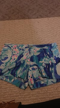 Lilly Pulitzer shorts  Brandenburg, 40108
