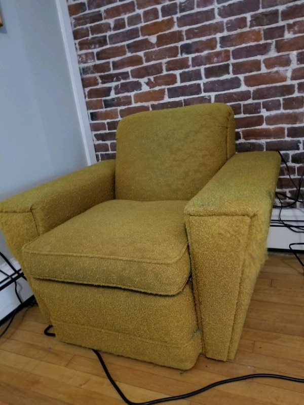 Chair mid century super comfy great frame f8554736-8ef8-43d9-8178-86801f4380ff
