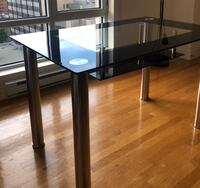 Glass Dining Table - Great Condition Montréal, H3A 0A1