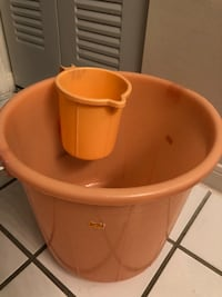Bucket and matching mug, pick up only near sanford/ lake mary area Lake Mary, 32746