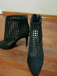 pair of black leather heeled boots 797 km