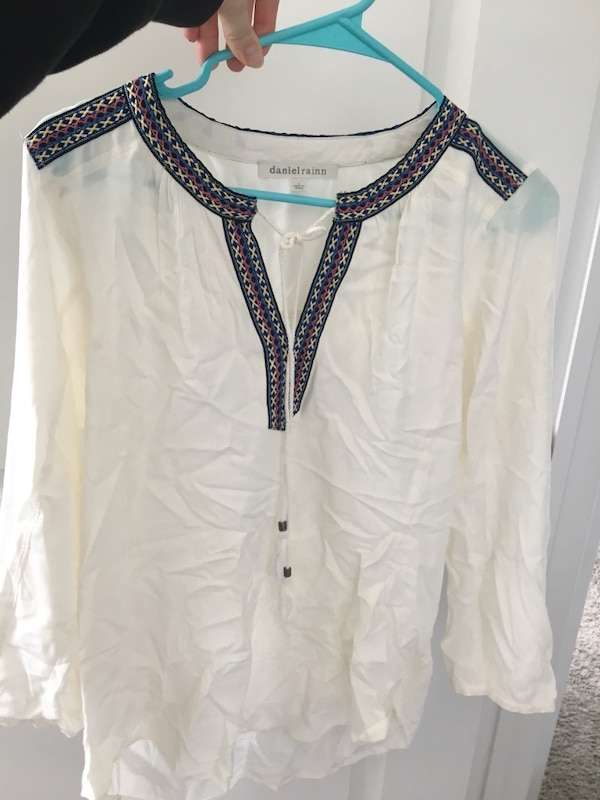 7497f1d117441 Used Cute White Long Sleeved Top for sale in Ashburn - letgo