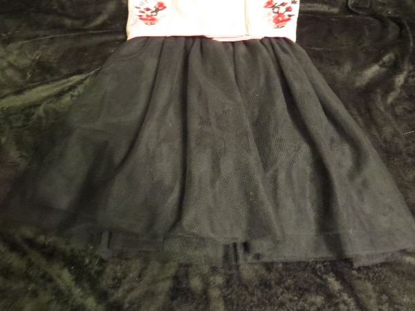 THIS IS A GIRLS BEAUTIES SIZE 7 DRESS.  BRAND NEW.      ASKING $30.00 75274a05-c3db-464b-9142-82e0d2528d1a