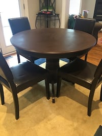 WOOD ROUND DINING TABLE SET (4 Chairs) - GREAT COND - FREE DELIVERY