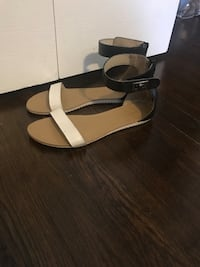 Black/white ankle strap sandal shoes  Knoxville, 37921