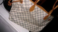 Louis Vuitton purse Baltimore, 21206