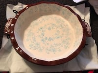 Temp-Tations 9 inch pie plate with metal rack. Floral lace pattern Felton, 19943