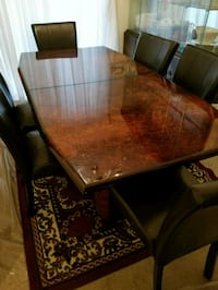 rectangular brown wooden table with four chairs di Lorton