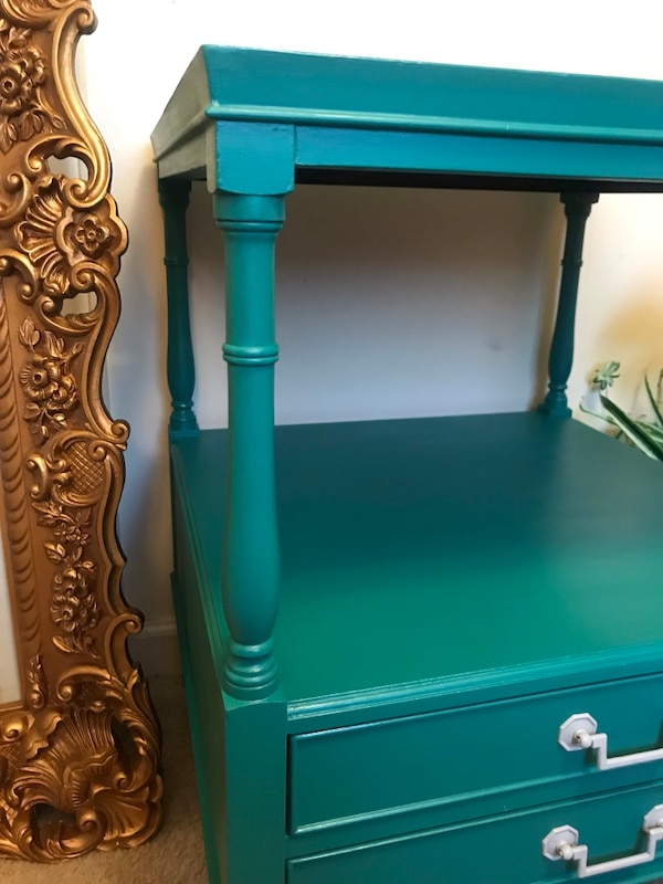 Accent table with drawers 0c9fdd9c-1053-4131-a4aa-cf716e622101