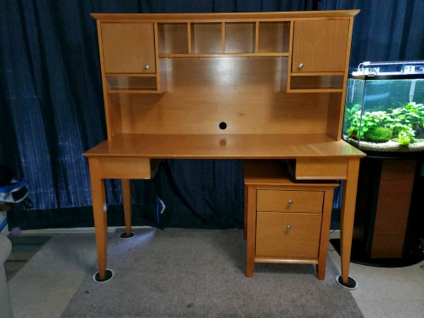 Desk with seperated filing cabinet