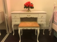 WHITE AND GOLD VANITY TABLE  Richmond Hill, L4C 0L3